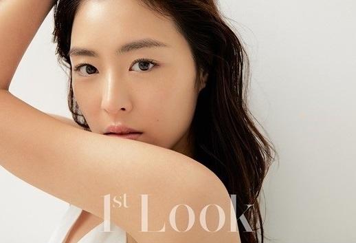 李瑶媛从清纯到迷人的美丽 最新杂志照片展现多彩的魅力