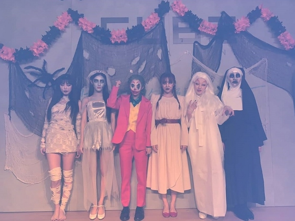 (G)I-DLE万圣节大胆的cosplay 从发型到服装都很完美真的很有趣
