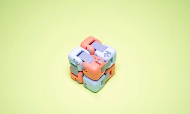 只要9块9的小米多彩指尖积木图赏:盲盒抽中陶瓷款和金属款,赚了