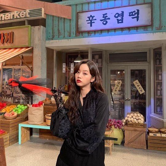 Girl's Day李惠利展示了成熟的美貌 复古风靓丽迷人