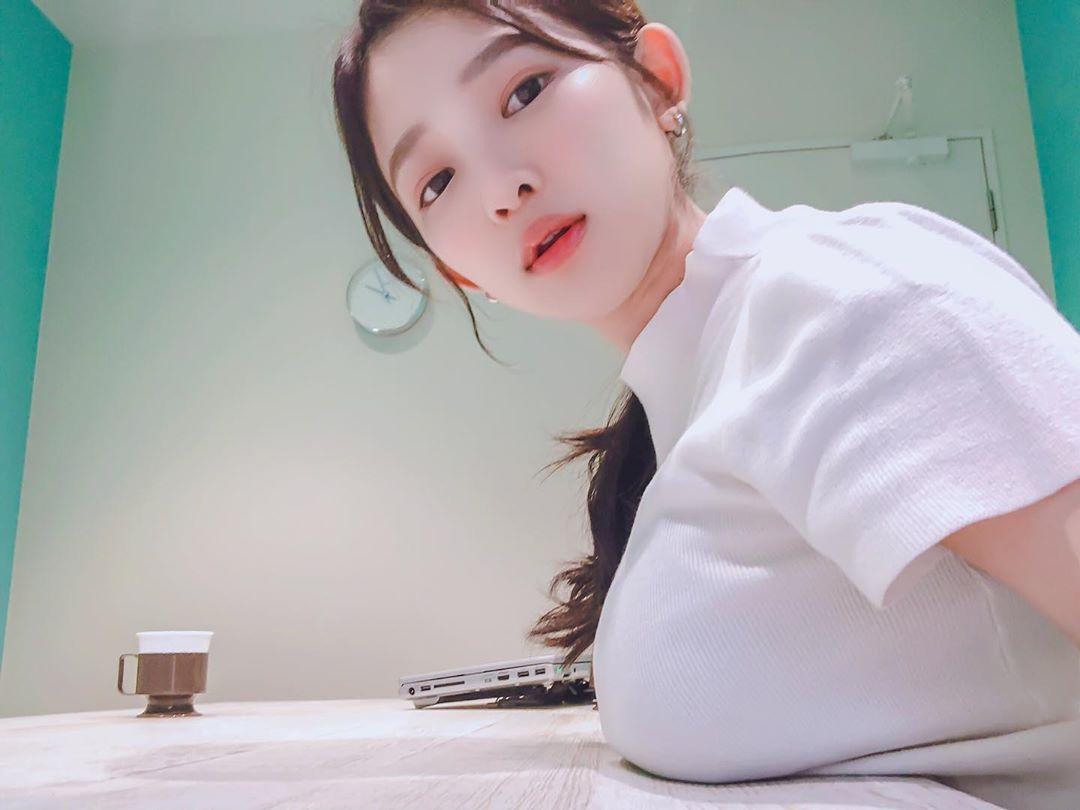 写真偶像天木纯在Instagram介绍了她独有的消除肩酸的方法