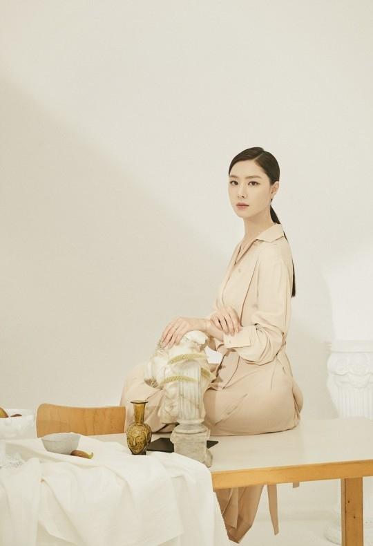 徐智慧公开充满知性魅力的写真 潇洒的女性的气氛