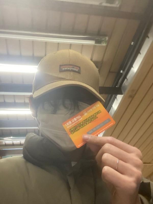 防弹少年团金泰亨超级明星坐地铁