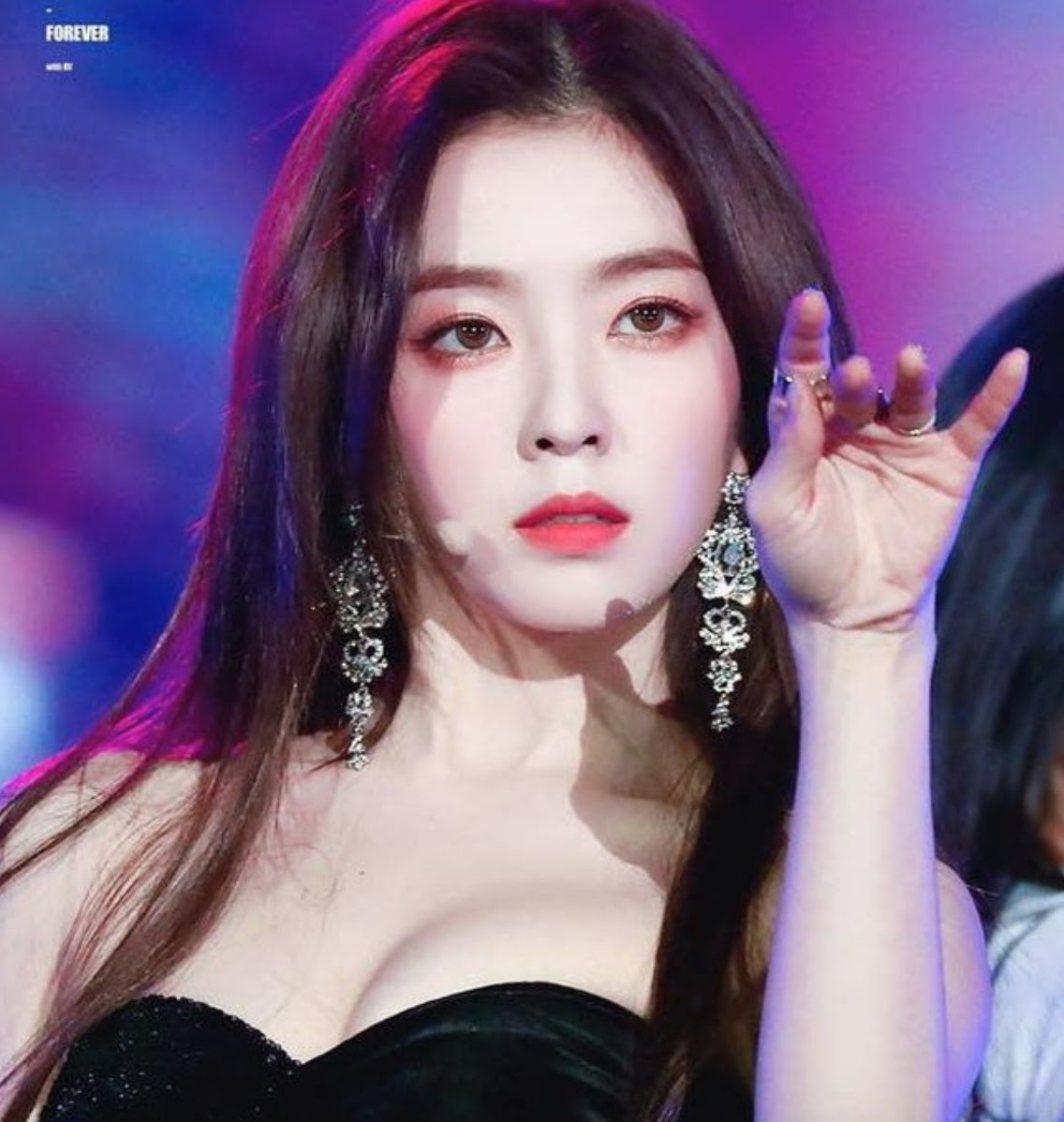 Red Velvet裴珠泫的脸在网上成为最受欢迎的整容模板
