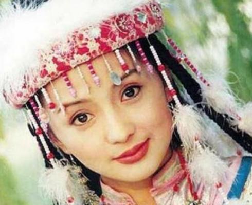 化妆堪比换脸,大妈模仿香妃,先是被人嘲笑,化完妆后网友安静了