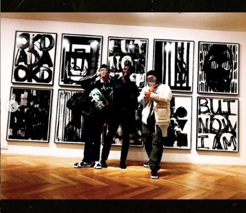 权志龙参观Adam Pendleton韩国首尔画廊展