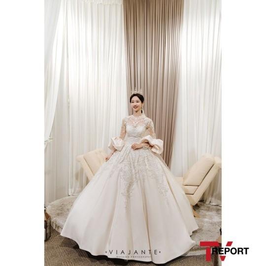 白宝蓝展现美丽新娘姿态 CRAYON POP全体成员出席婚礼