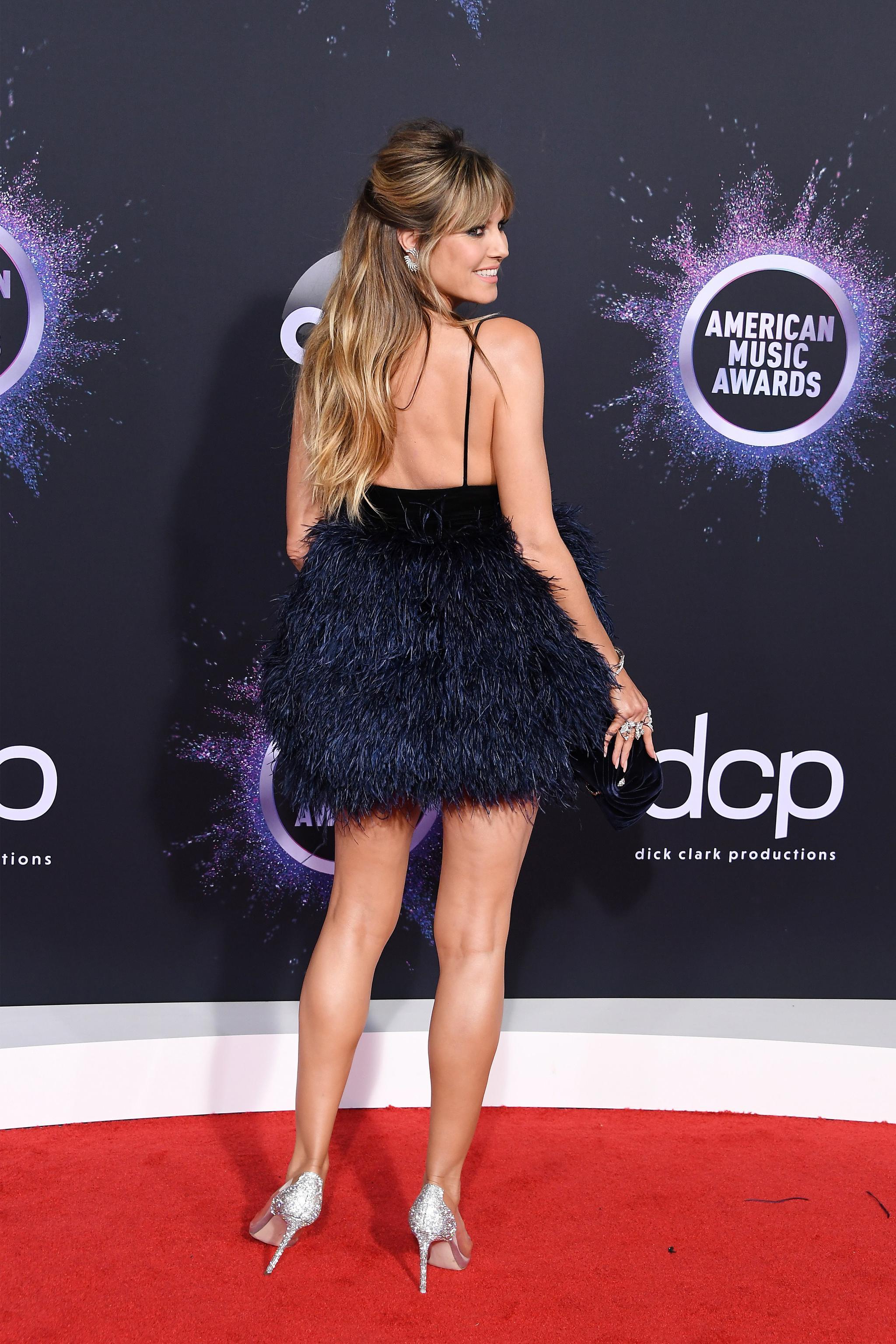 海蒂·克鲁姆在全美音乐奖颁奖典礼中仍然拥有最好的双腿