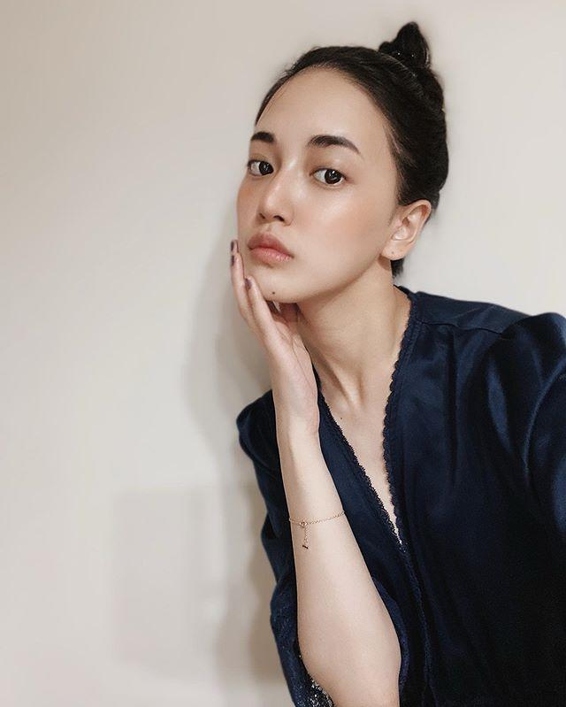 藤井夏恋自然就寝前照 粉丝表示太眼福美人太漂亮了