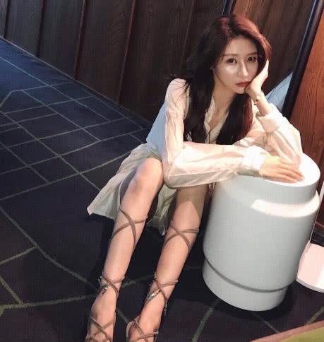 本以为温婉是在秀新鞋子,看到腿,网友酸了:还没我胳膊粗