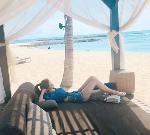 徐玄公开在海边放松的样子 比阳光更耀眼的美貌