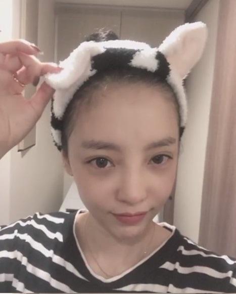 KARA出身的KARA成员具荷拉戴着猫耳朵可爱爆表