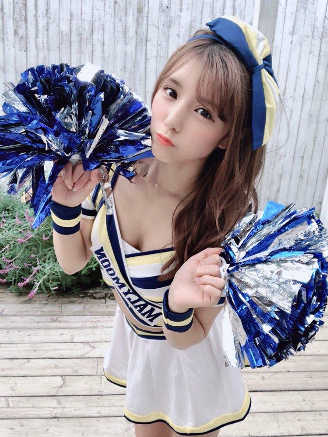 夏本麻美公开可爱性感的啦啦队cosplay照