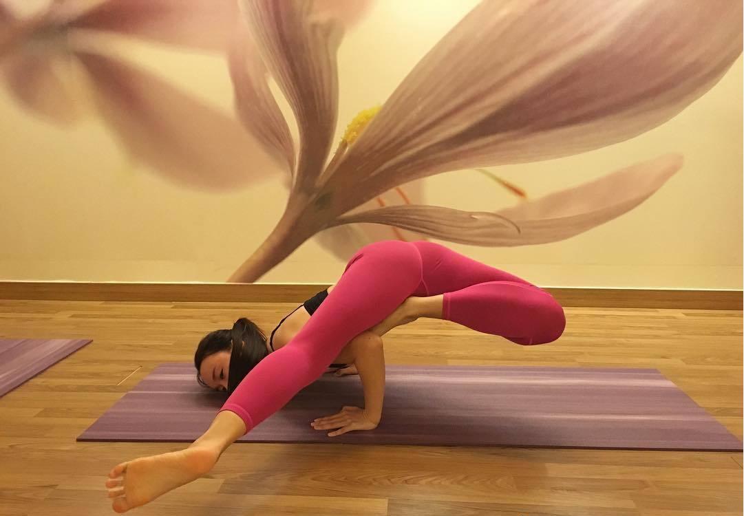瑜伽女神愛秀自拍照 每一個練習動作都賞心悅目圖片