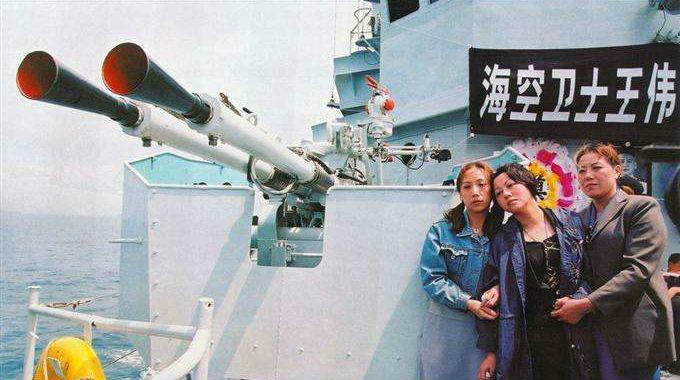 海空卫士王伟妻子17年来仍等待他回家如今儿