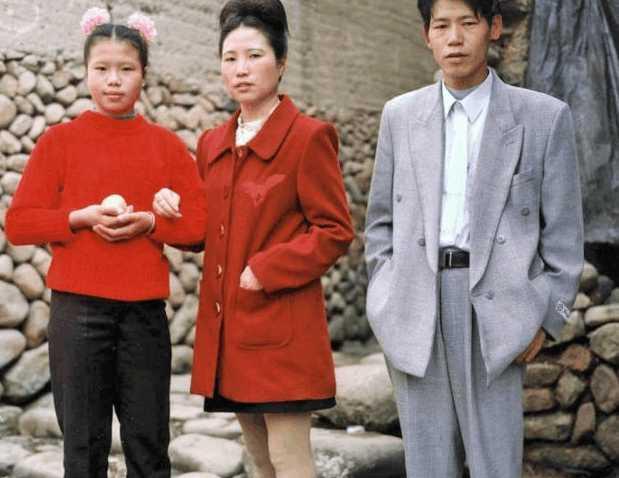 很有時代感,在喵醬的記憶中九十年代的打扮很多都是這樣的.圖片