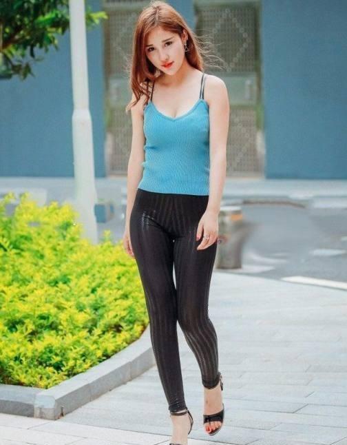 穿紧腿裤图片_求一张只是细腿女生穿紧身牛仔裤的图片,。紧急