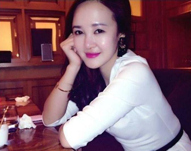 我爱大姨姐_她叫雅萍,比我大三岁,是我一个哥们的大姨姐.