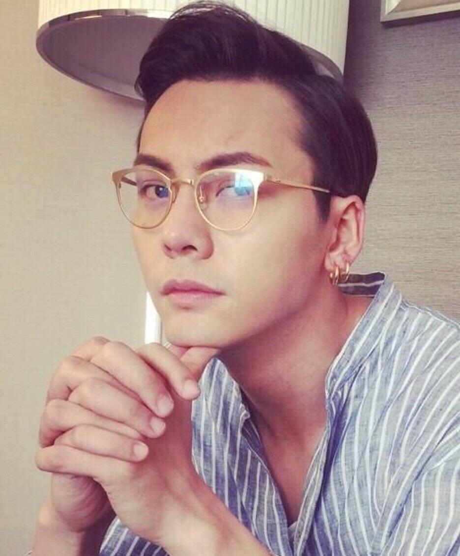 陈伟霆照片_在多张照片中,陈伟霆在斯文与酷帅间随意切换,引得众多迷妹粉丝纷纷表