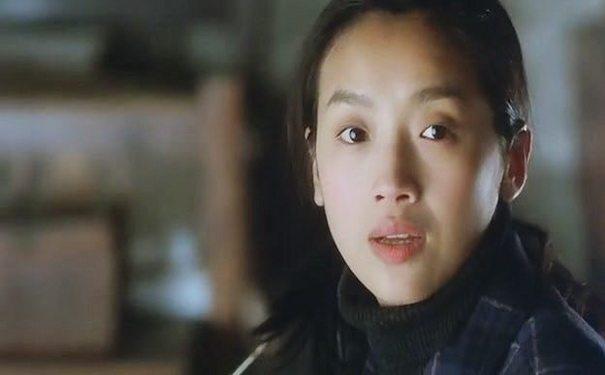 单眼皮女明星_娱乐圈单眼皮的女明星,周冬雨十分耐看,而她却被迫做了双眼皮