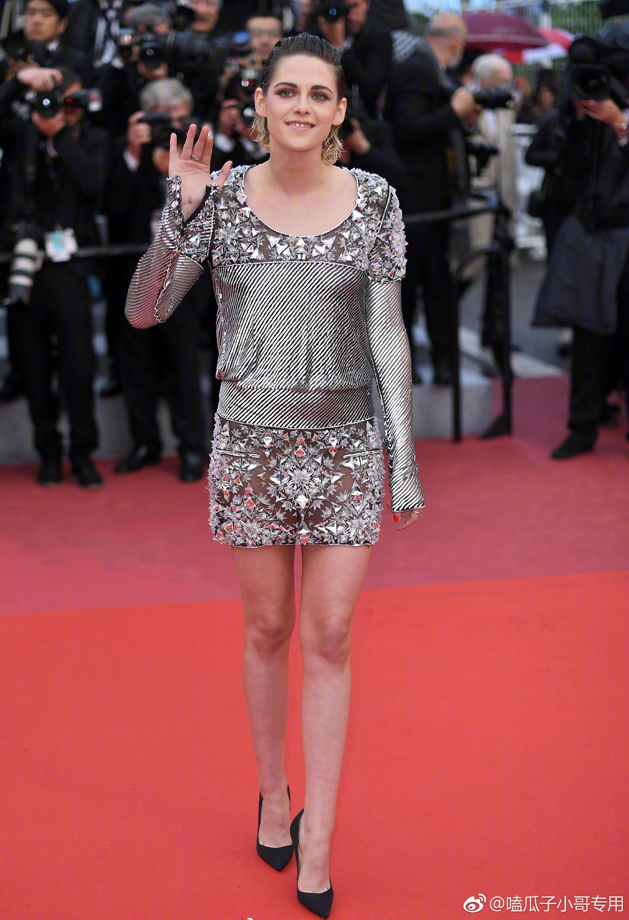 暮光女光脚走红毯 女明星就一定要穿高跟鞋吗