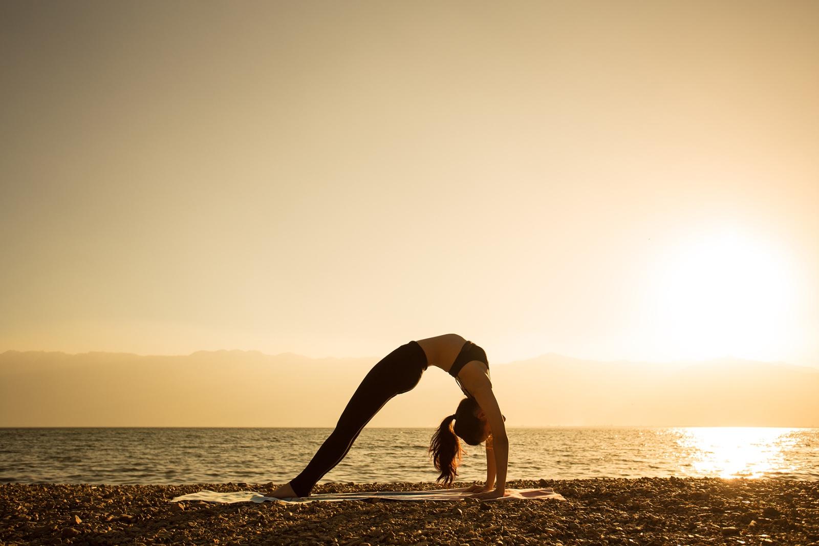 大理旅拍攝影作品欣賞——夕陽下的洱海瑜伽圖片