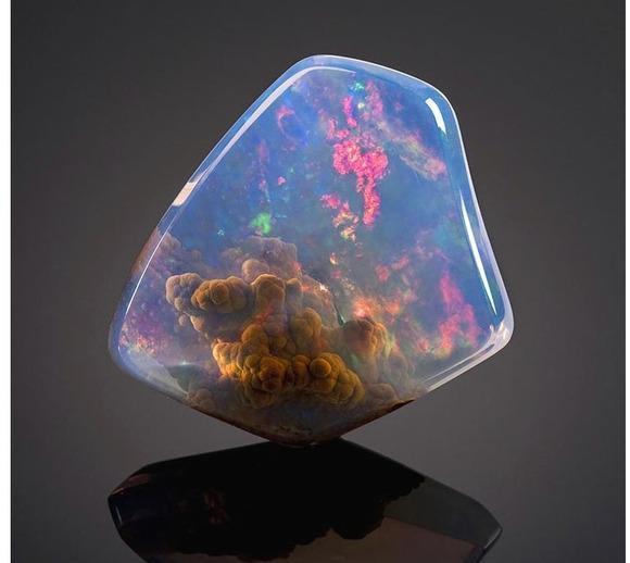 实拍世界上最贵最漂亮的石头