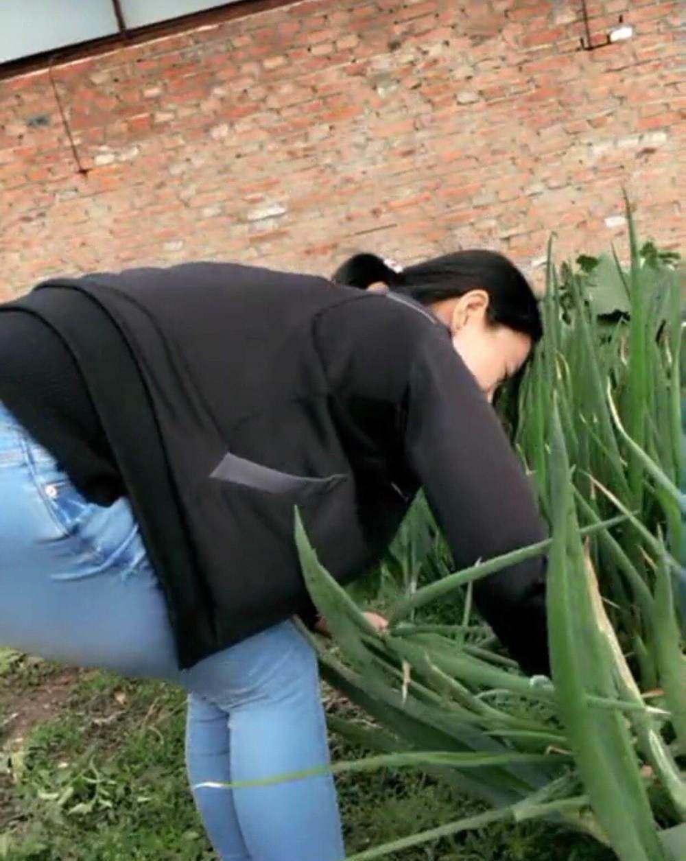 隔壁的美少妇帮我手淫_路人街拍 农村隔壁的少妇再拔葱, 这个姿势