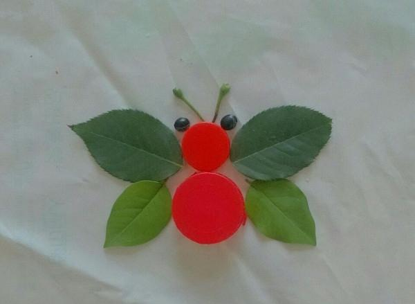 简单的树叶创意画,有点意思,留着教给孩子一起画