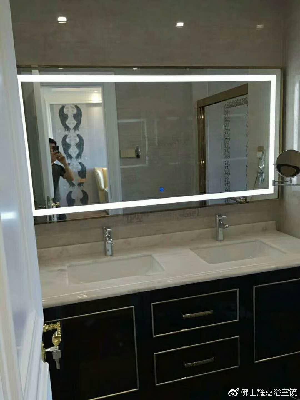 大面积的浴室镜对浴室的作用__财经头条