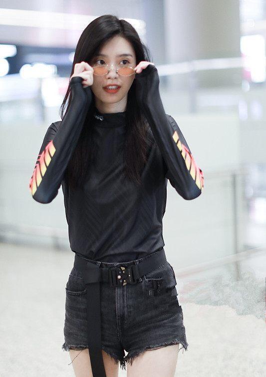 奚夢瑤到底有多瘦?這么窄的短褲都穿不滿,網友:有沒有100斤?圖片