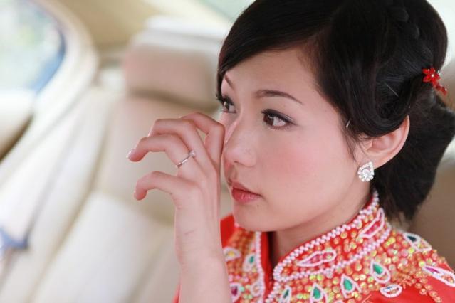傻姐姐亚洲_结婚时母亲给三万陪嫁,傻姐姐送我一样东西,打开后我