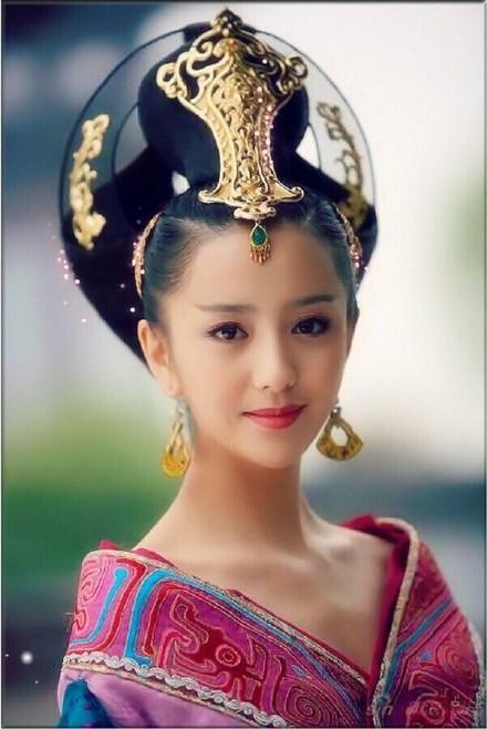 有关赵飞燕的电视剧_分享者:胡晓宇说电视剧笑起来有小虎牙的古装女星,赵飞燕娇俏,绿儿