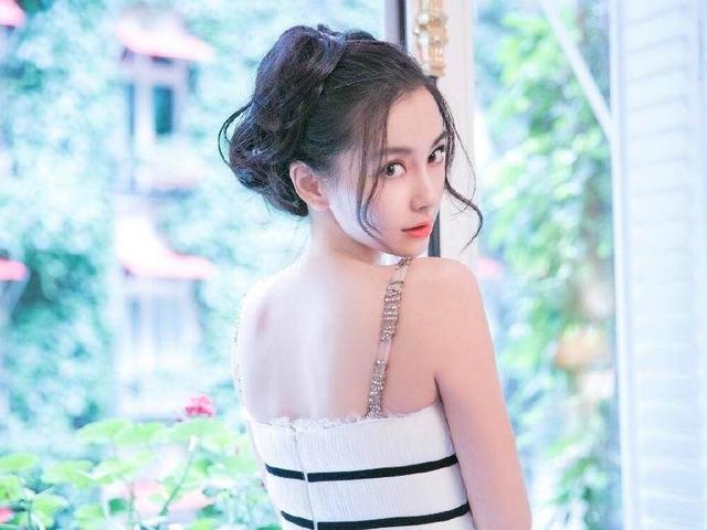 杨颖新广告秀演技,挑战一人分饰两角,网友:这演技也是服气的!