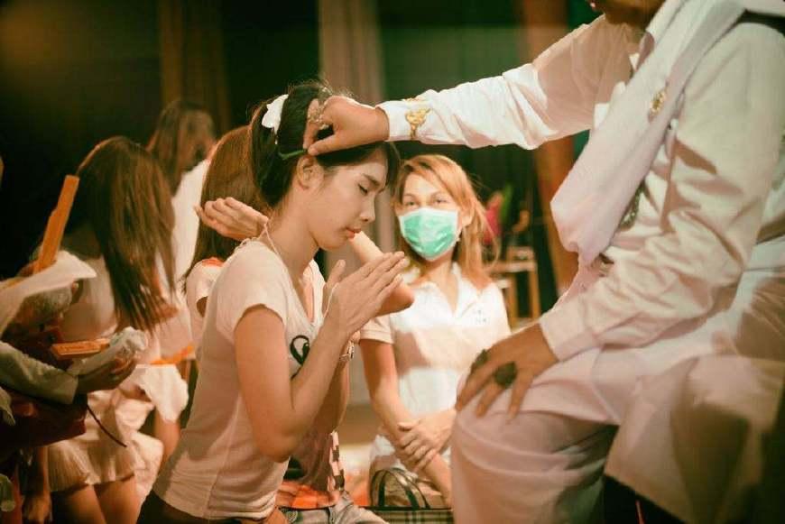 人妖和女人ed2k_但是,值得注意的是如何区分泰国的人妖和女人.