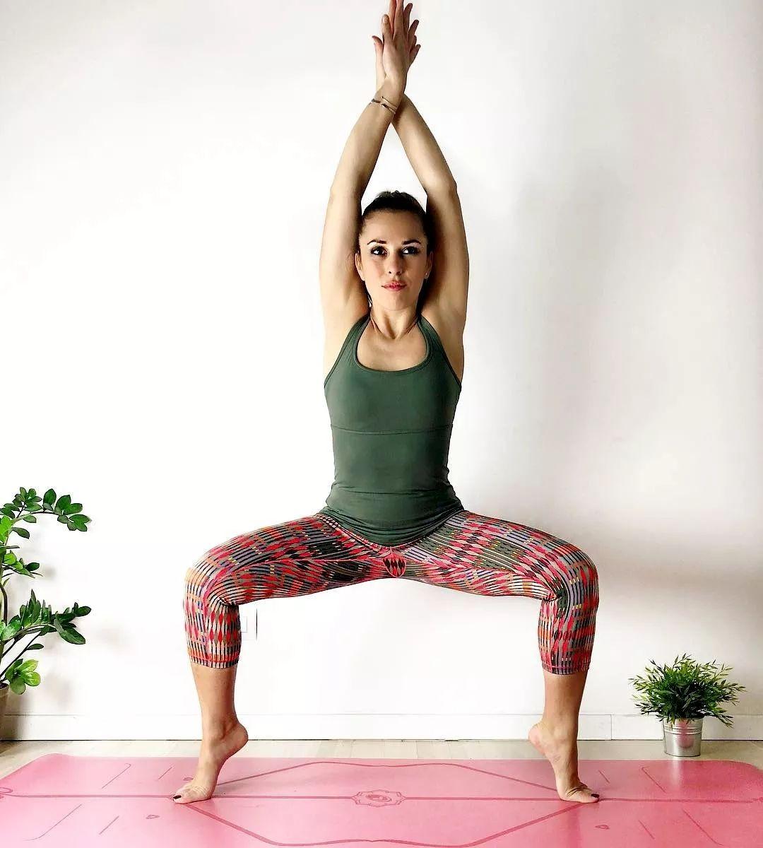 女士練瑜伽,這3個動作兼具力與美,瑜伽體式力量訓練必圖片