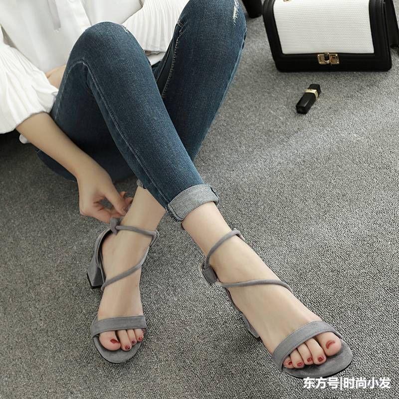 嫂子的水真多_小个子嫂子真会打扮,短裙搭配这样的凉鞋,女神气质!