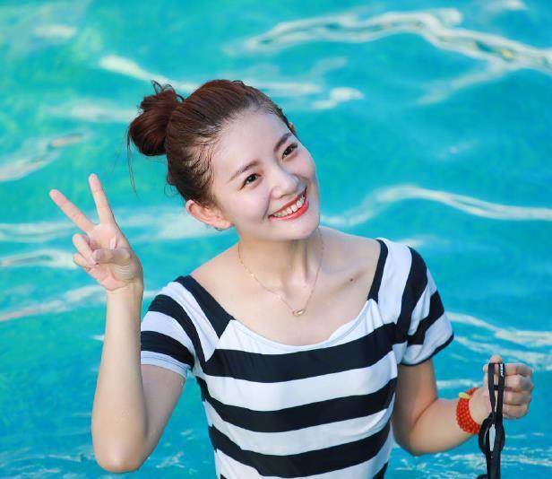 畢業于四川師范大學電影電視學院的湖南經視主持人美女圖片