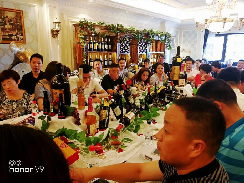 AG亚游集团莊園西安勵鑫酒業2018中秋團購酒會在萬達公館拉開帷幕
