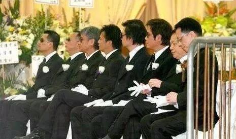 关海山葬礼_成龙开玩笑给关海山起了个绰号,不料成为了他一辈子的