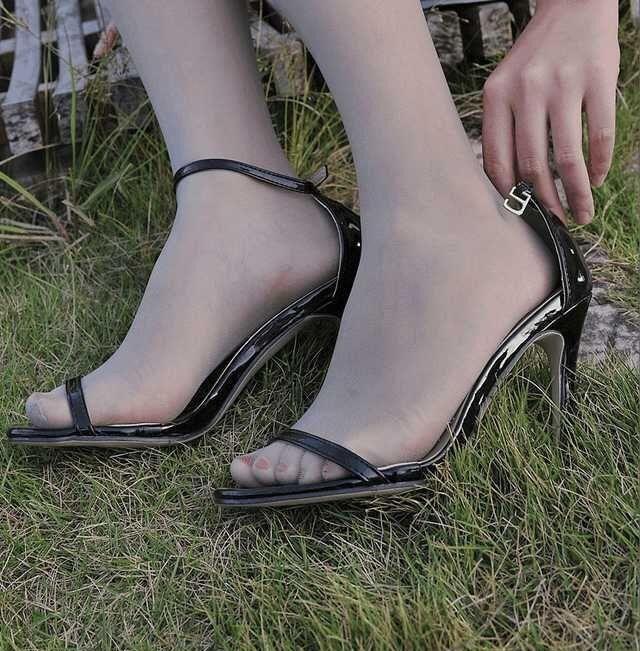 操黑丝袜老婆免费视频_黑色丝袜以性感而优雅,妩媚而知性而得到了众多人的钟爱