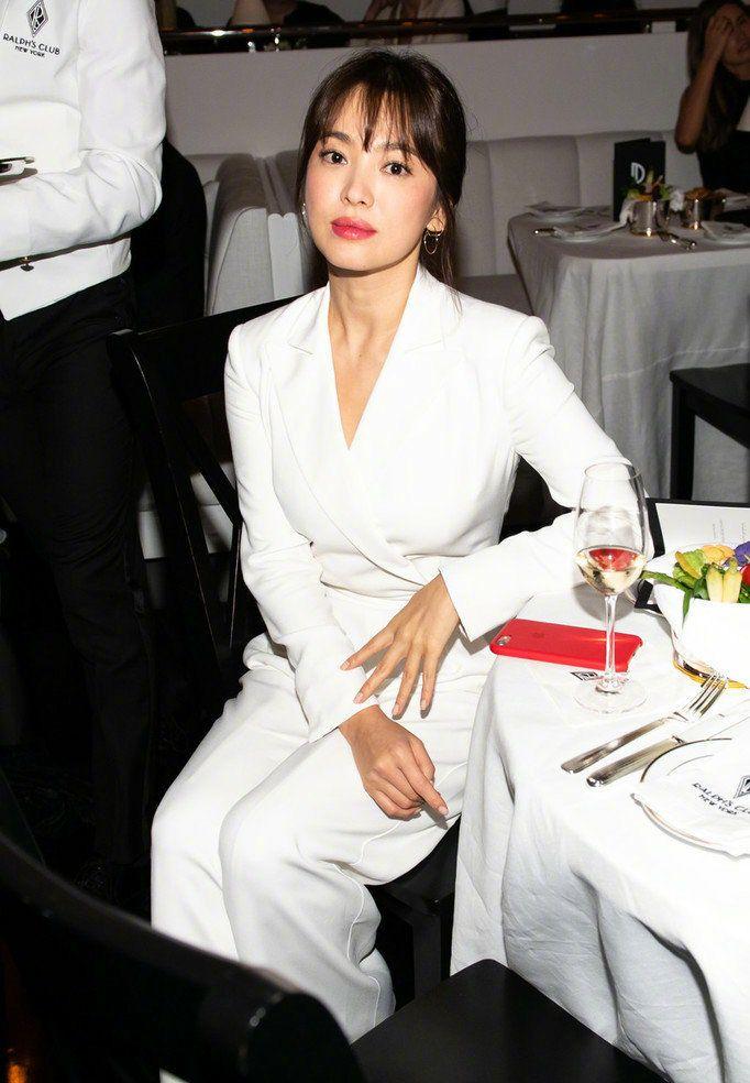 宋慧乔离婚后近况 在美国的时装表演上她微笑着