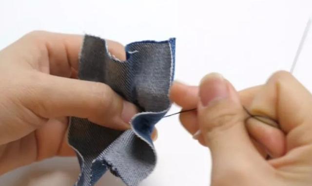 牛仔裤扣子掉了不要扔,30年老裁缝教你一招,比原来更漂亮更牢固
