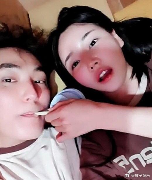 据韩媒,模特韩佳恩在社交网站上传了一段与安七炫的视频