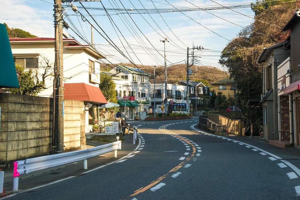 日本街道_日本街道一个垃圾桶都没有,为什么这么干净?他们不制造垃圾吗?