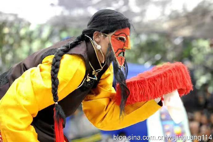 摄影:藏族牧民喜跳藏戏迎新年(图)