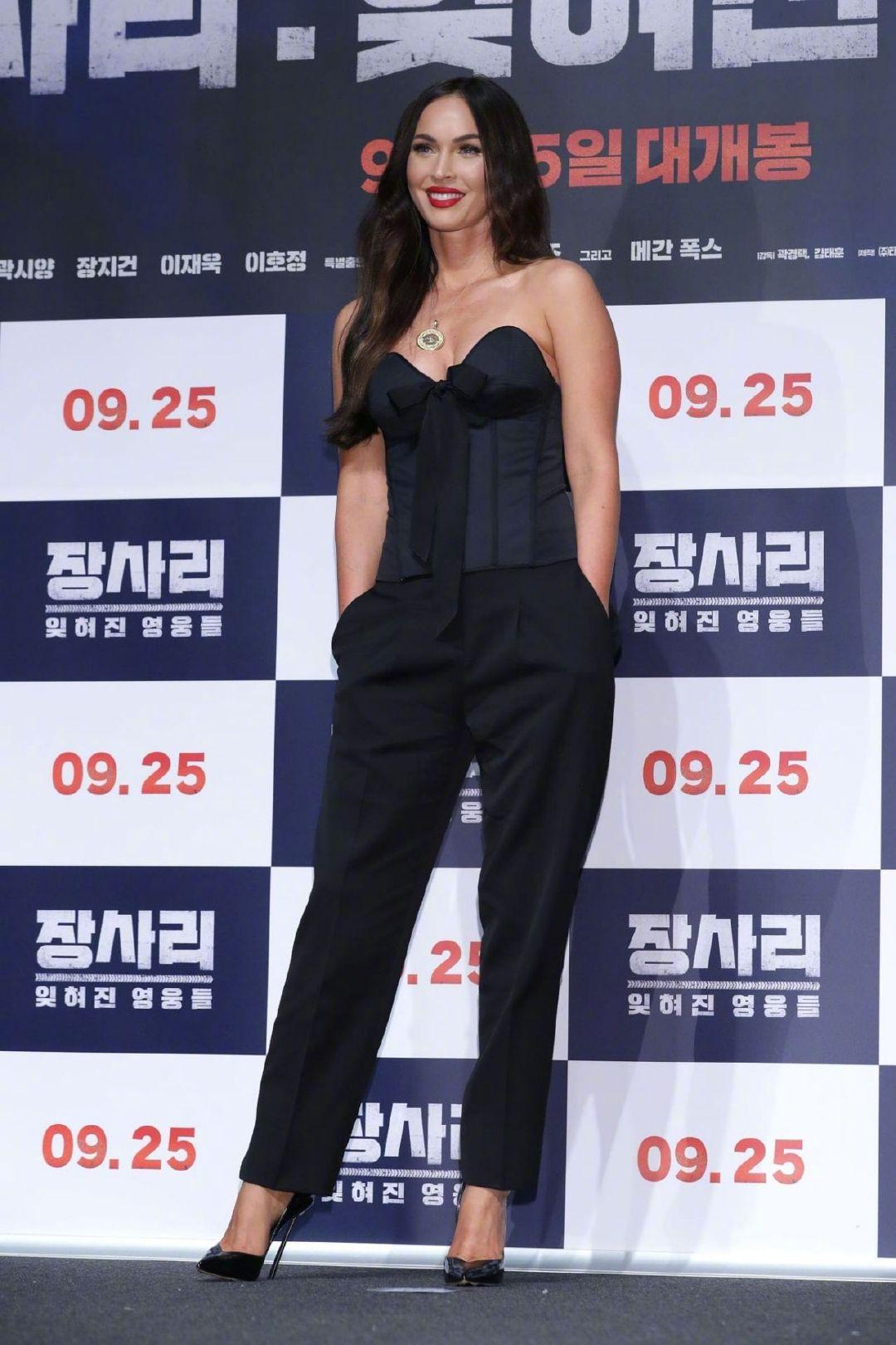 变形金刚女主梅根福克斯回归大众视野亮相韩国首尔