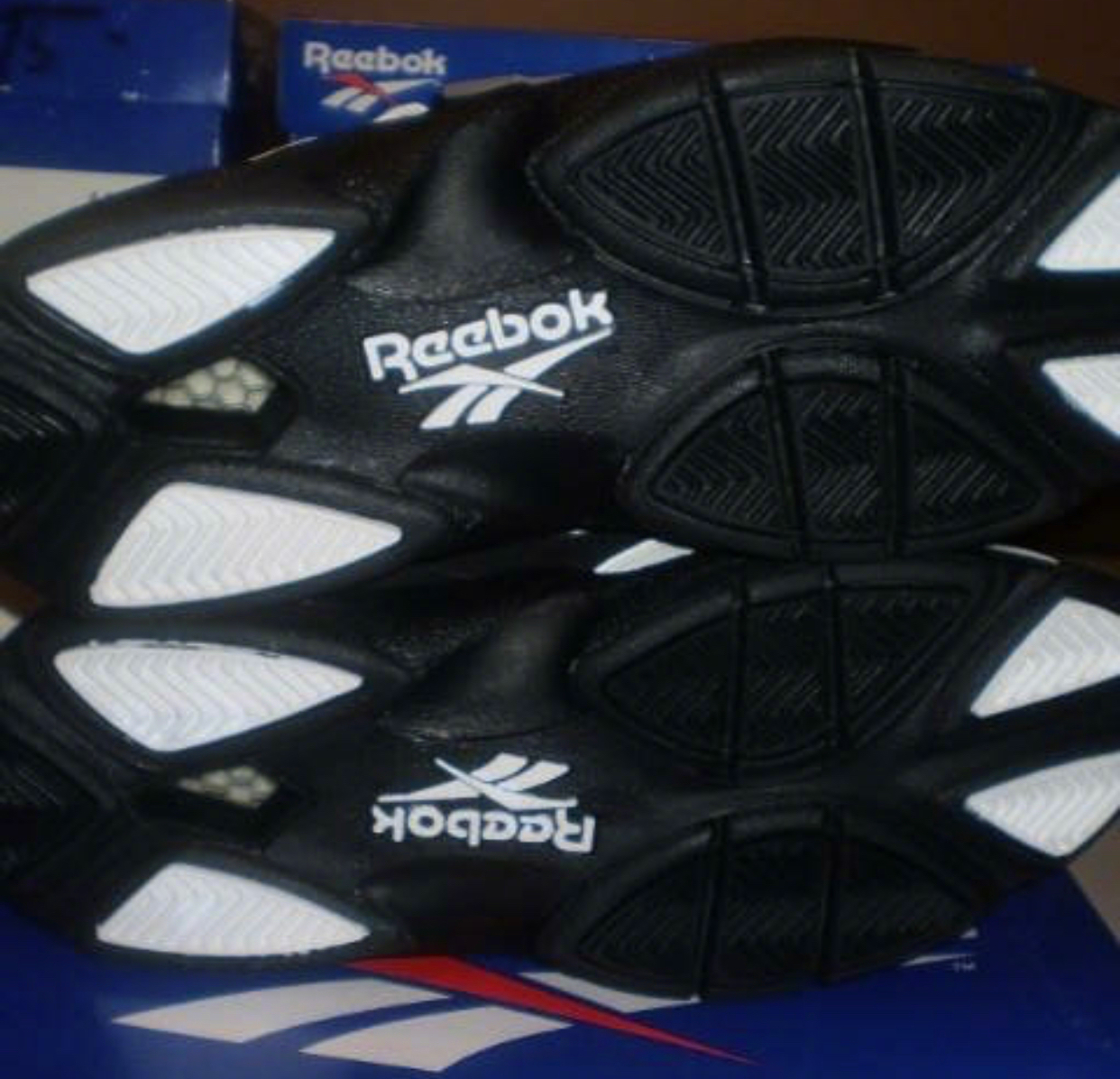 shades of 100% high quality top fashion Reebok BlackTop Alternative Low 黑白和白黑反色|反色|白黑|埃 ...