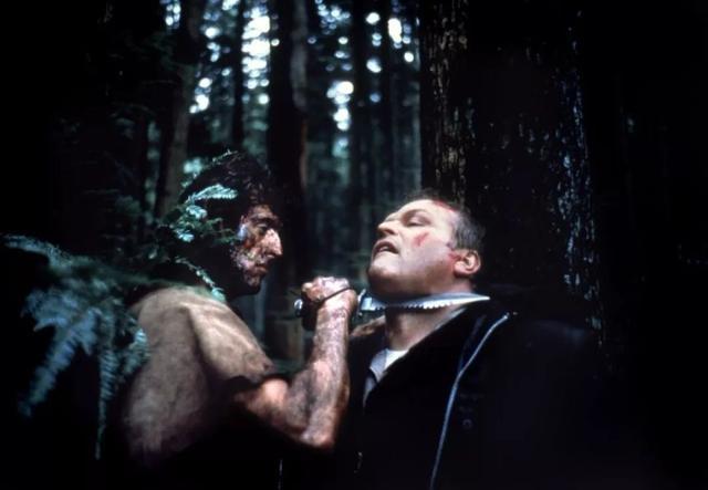 1982年,这部硬汉片上映,技惊四座,票房10亿,如今再看仍不过时