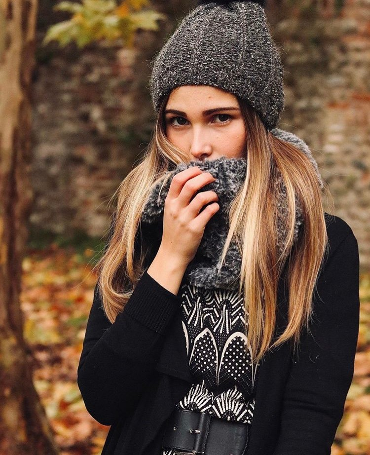 寒冬已至,准备一条围巾,保暖的同时又增添时尚感。天气越来越冷